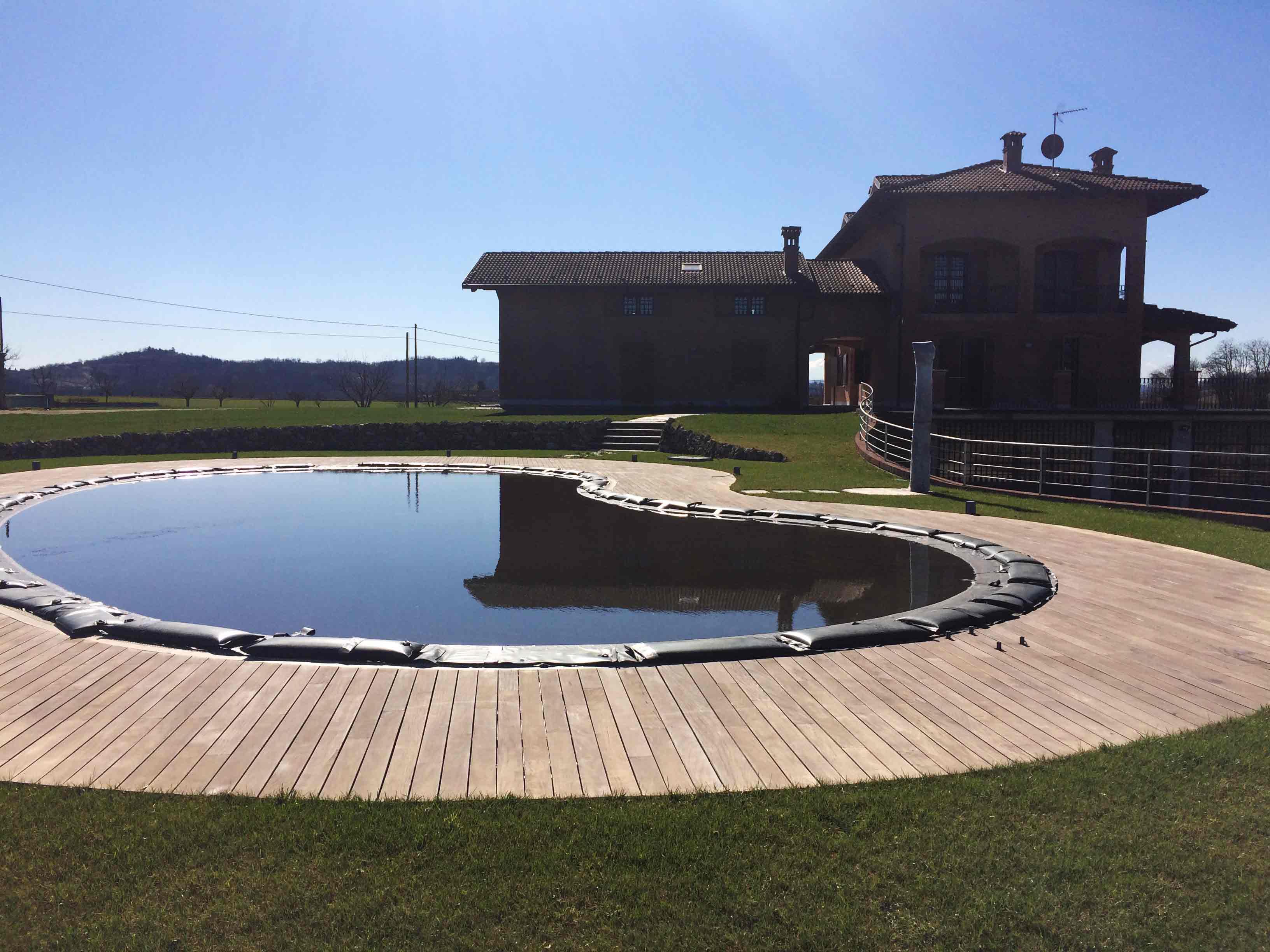 Impresa edile asti realizzazione piscina for Bordo piscina legno